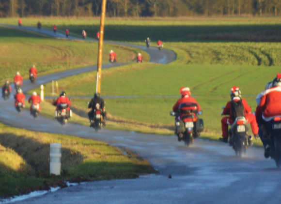 Ronde des Pères noël à moto